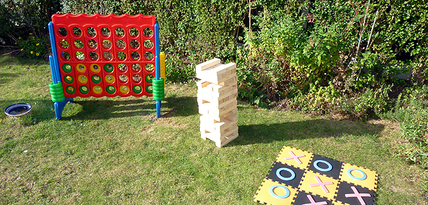 Giant garden games giant jenga connect 4 and noughts for Garden design game